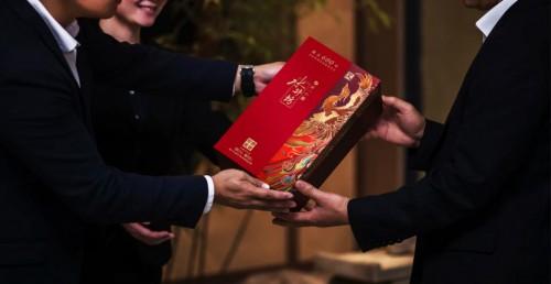 """龙凤联袂出道抢占礼品市场 水井坊新品""""来势汹汹"""""""